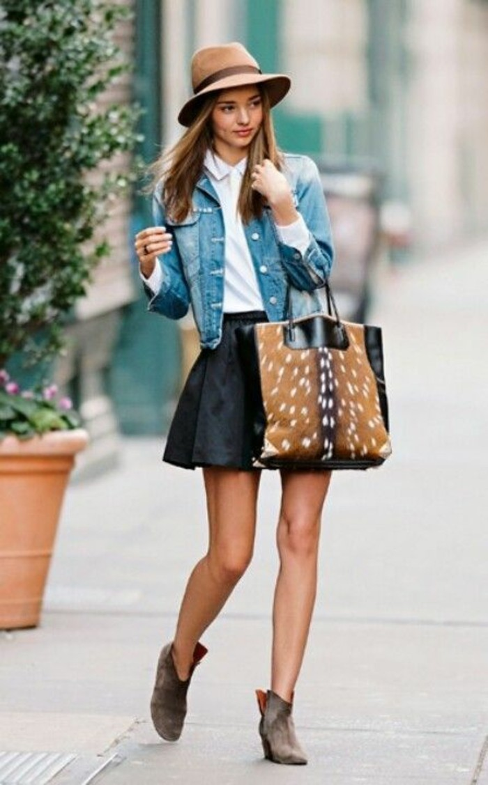 etre-bien-habillé-femme-s-habiller-classe-femme-jupe-bottes-sac-a-main