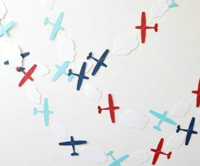 exemple-de-guirlande-en-papier-inspire-du-theme-des-avions-decoration-anniversaire-garcon