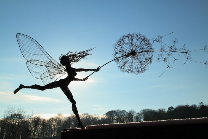 fabrication-fil-de-fer-danseuse-superbe-en-compagnie-dun-dandelion-gigantesque
