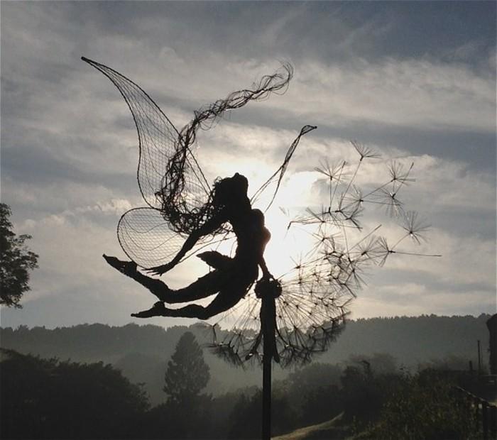 fabrication-fil-de-fer-femme-sauvage-qui-aime-danser-dans-la-nature