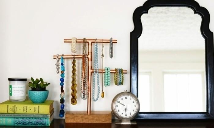 fabriquer-un-porte-bijoux-a-partir-de-tuyaux-en-cuivre-assembles-rangement-pour-colliers-et-bracelets
