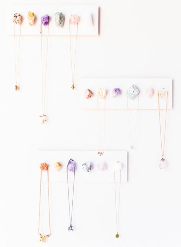 fabriquer-un-porte-bijoux-idée-cadeau-meilleure-amie-a-faire-soi-meme-pour-ranger-des-chaines-et-des-colliers