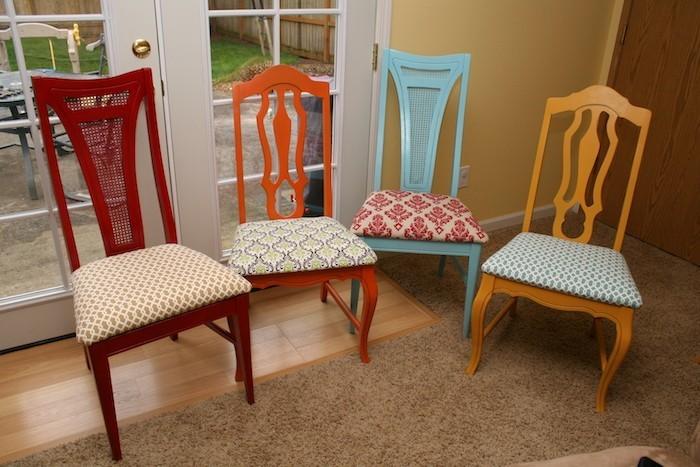 fauteuils personnalisés idee housse de chaise perso idee couture coussin siege decoration peinture