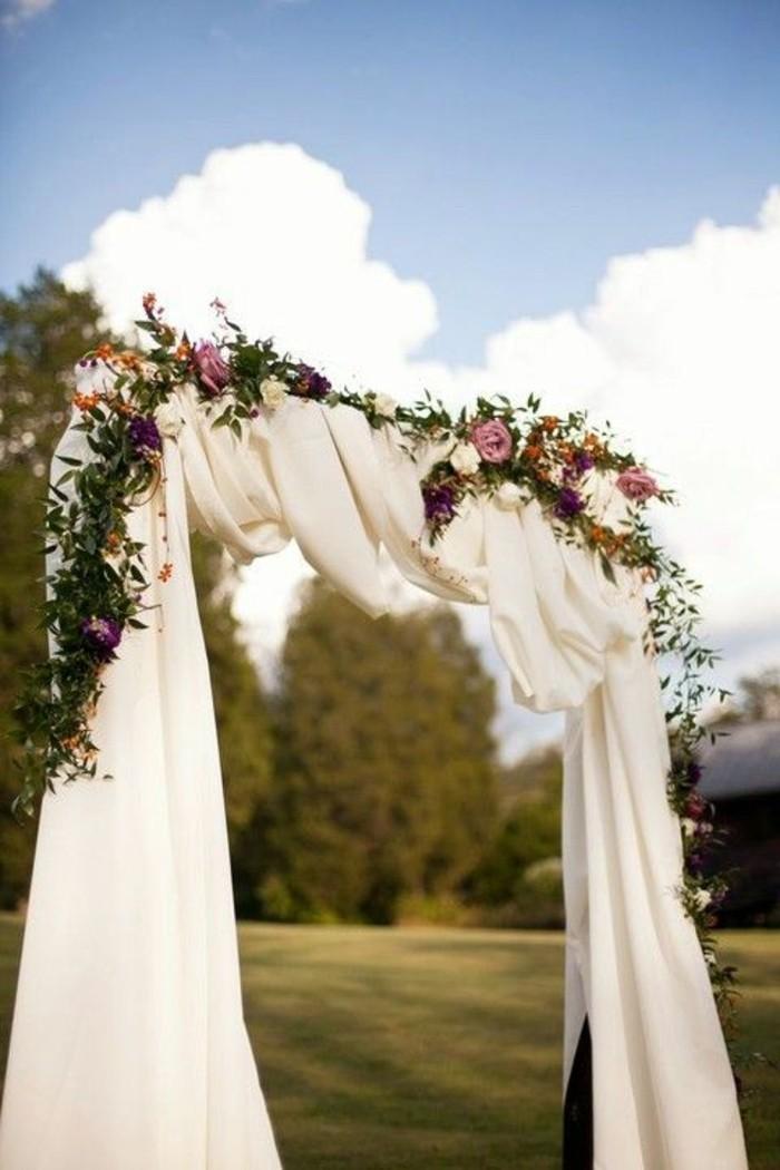 mariage-champêtre-décoration-arche-mariage-guirlande-de-fleurs