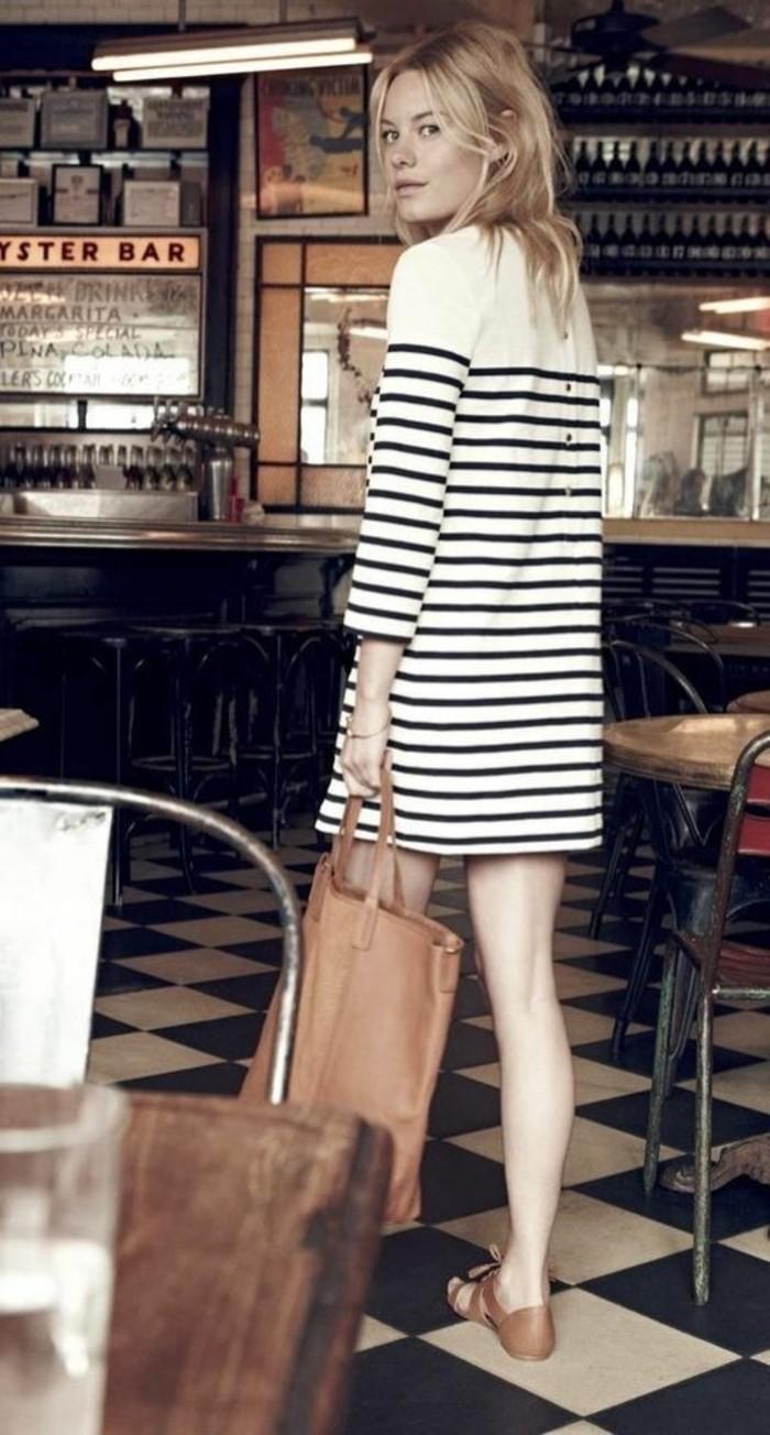 femme-bien-habillée-comment-s-habiller-idée-chic-belle-rayé
