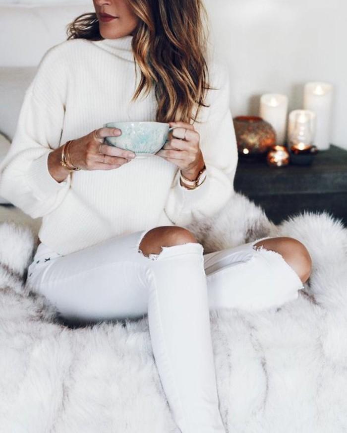 femme-bien-habillée-comment-s-habiller-idée-chic-blanc-pull-jeans-dechiree