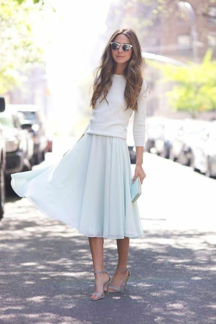 femme-bien-habillée-comment-s-habiller-idée-chic-jupe-mi-longue-pull-mignonne