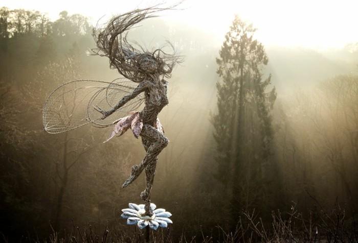 figurine-fil-de-fer-danse-mystique-dune-nymphe-dans-la-foret