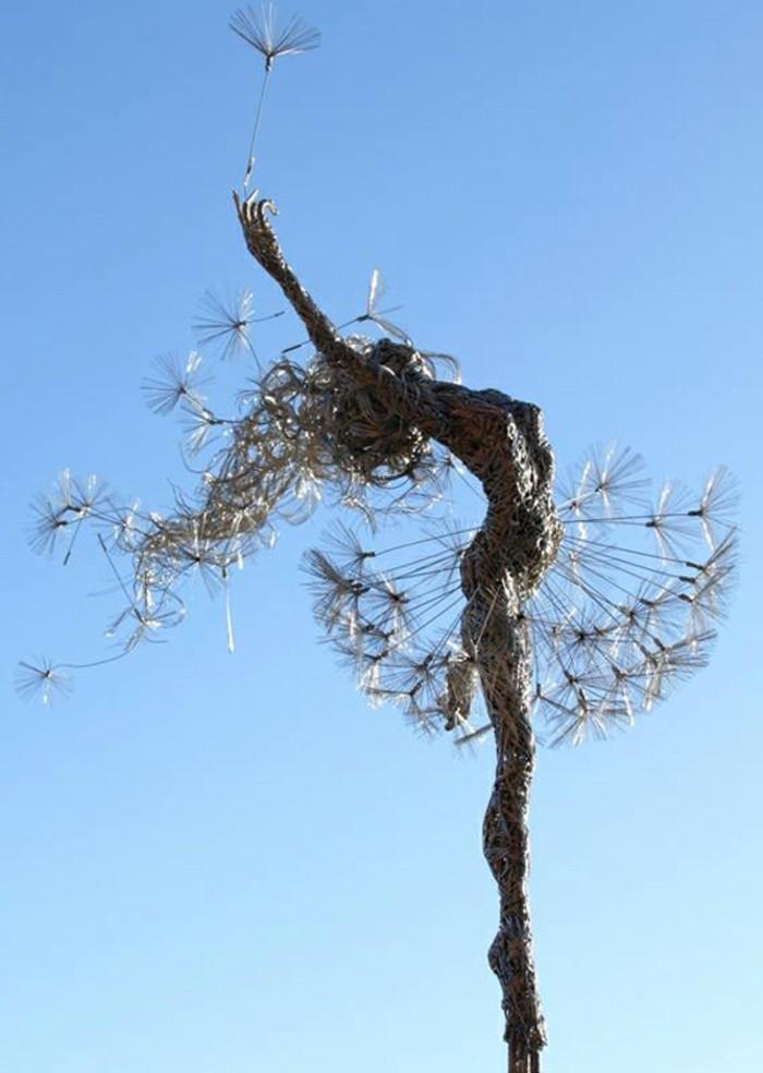 figurine-fil-de-fer-fusionner-avec-la-nature