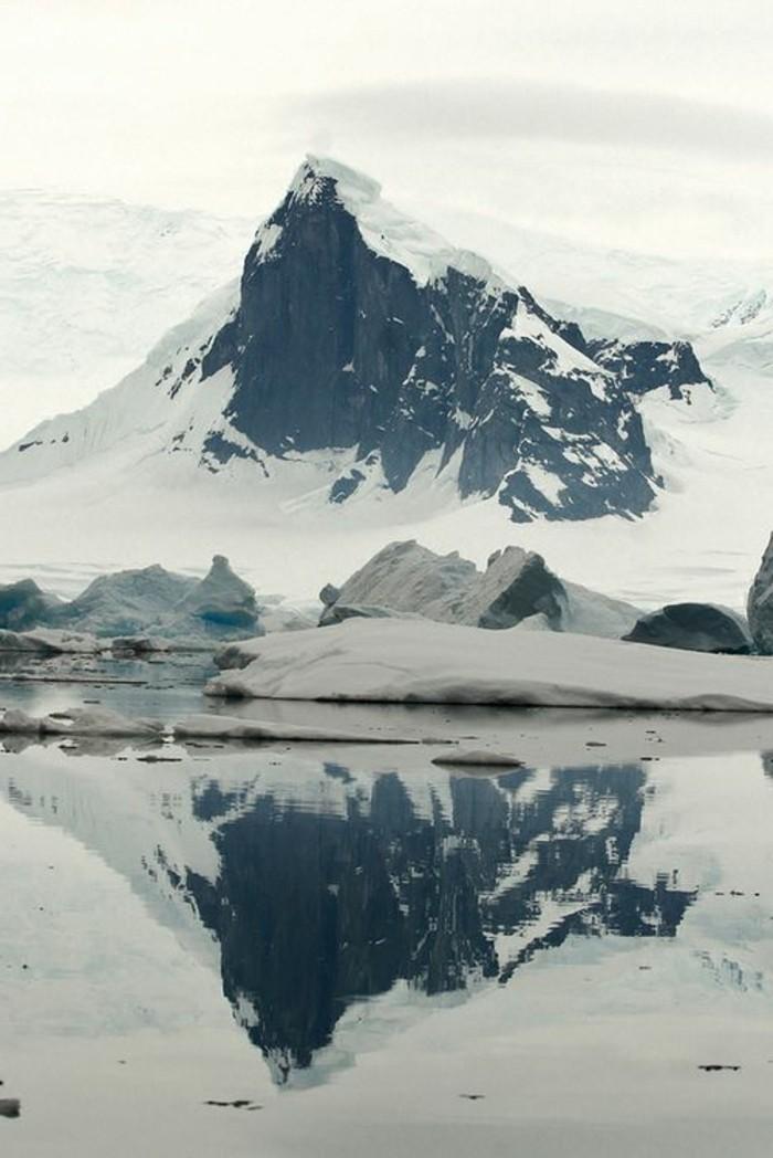 fonds-d-écran-hiver-la-nature-pure-avec-un-lac-et-iceberg