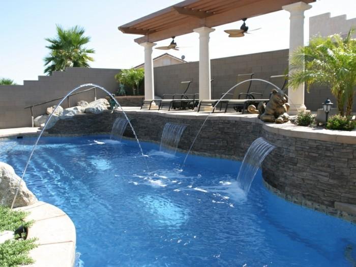 fontaine-piscine-exterieur-moderne-en-pierre-colonnes-ventilateur-extérieurs