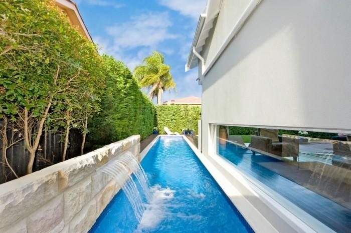 fontaine-piscine-façade-et-extérieur-moderne-en-blanc-et-bleu