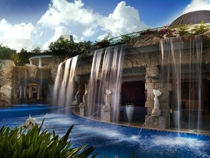 fontaine-piscine-idée-extérieur-moderne-avec-des-statuettes-marines