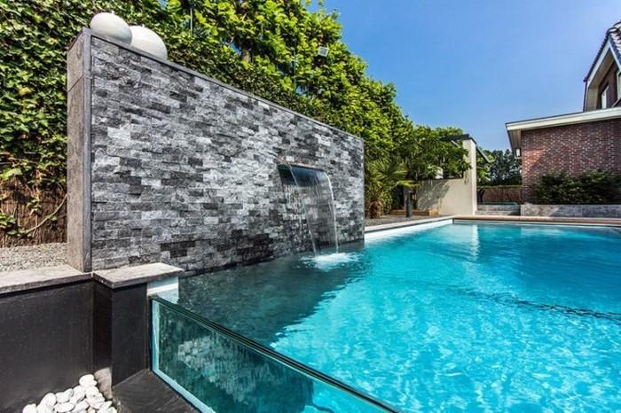 fontaine-piscine-lame-d'eau-mur-en-pierre-extérieur-en-gris-foncé