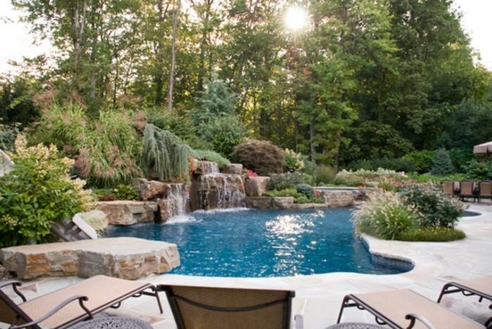 fontaine-piscine-se-reposer-pendant-les-jours-d'été-coin-magique