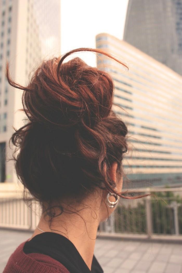 formidable-coiffure-sur-le-cote-chignon-sur-le-cote-magnifique-femme