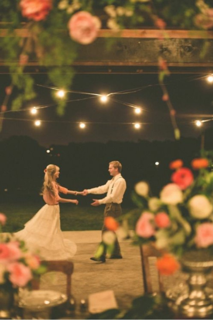 formidable-couple-mariage-le-premier-danse-idee-deco-salle-mariage-image-deco-mariage