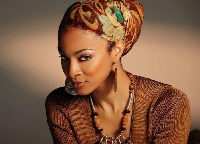 foulard-cheveux-écharpe-en-couleurs-chaudes-marron-décoration-vert-et-bleu
