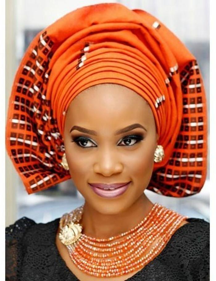 foulard-cheveux-orange-noue-de-facon-originale-grand-tuban-orange