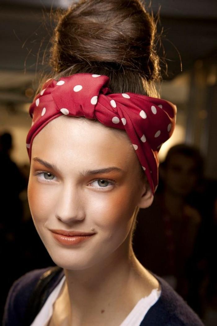 foulard-pour-cheveux-chignon-cheveux-chatains-foulard-rouge