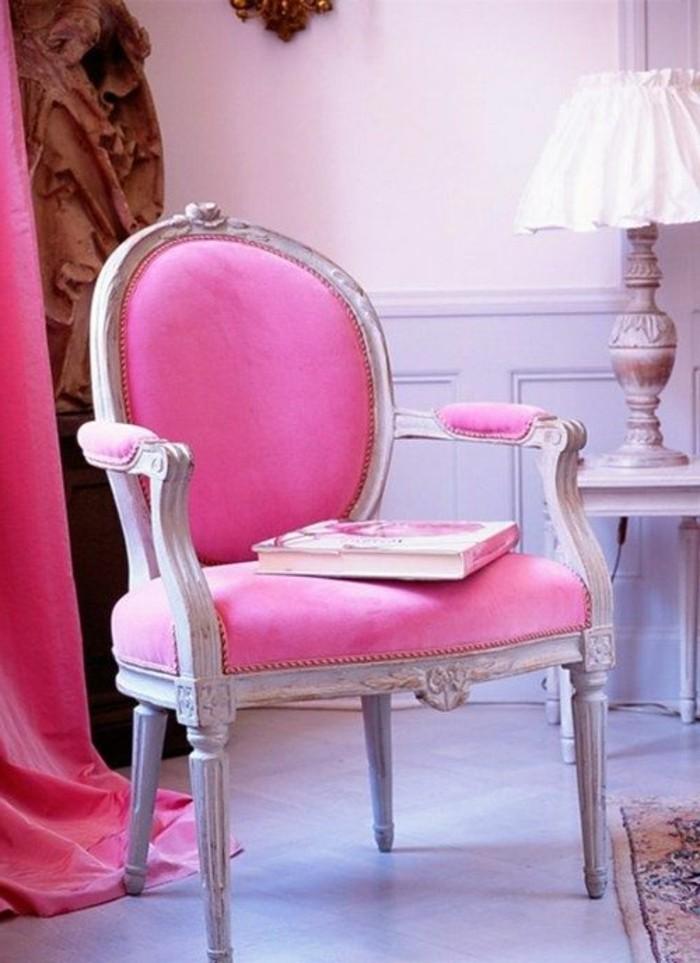 framboise-couleur-chaise-baroque-rose-rideau-rose