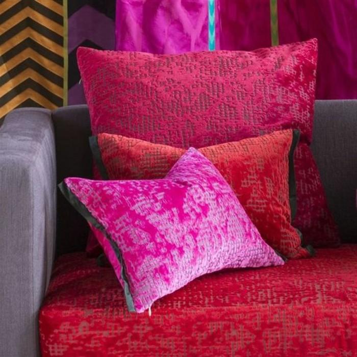 framboise-couleur-coussins-roses-couverture-de-lit-rose-framboise