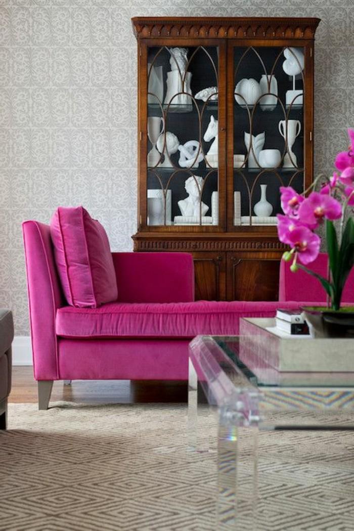 framboise-couleur-fauteuils-roses-table-acrylique
