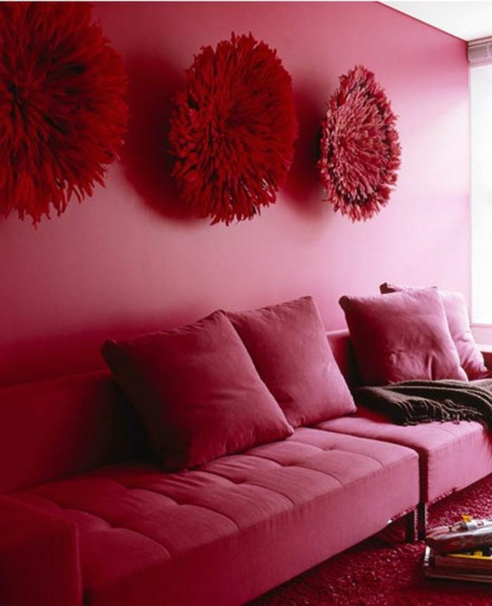 framboise-couleur-grand-sofa-mur-peinte-rose