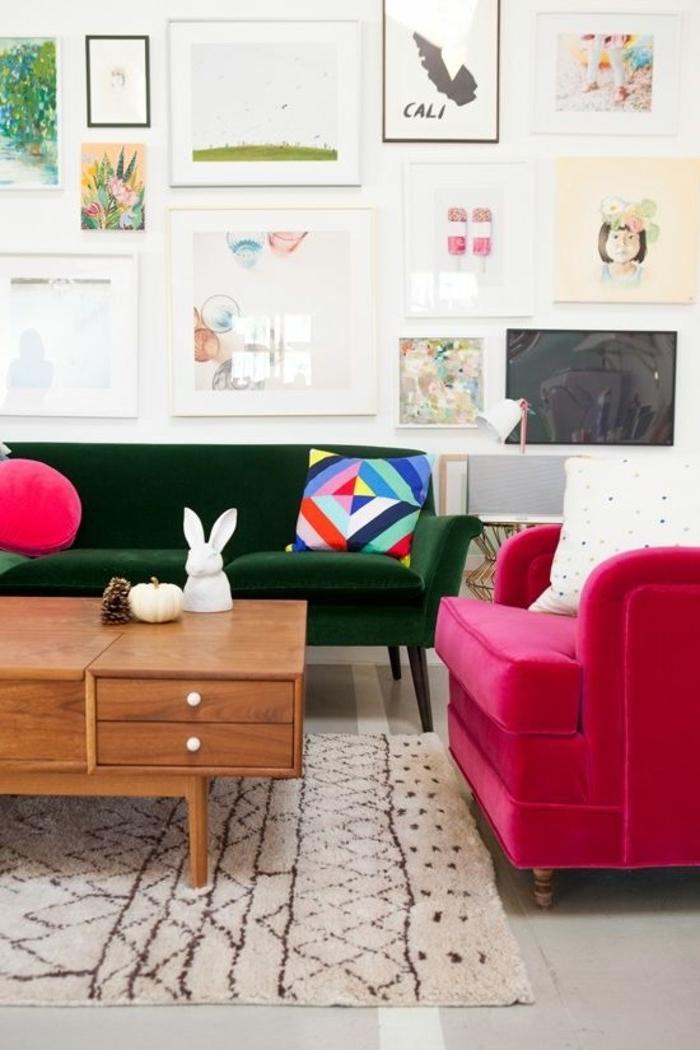 framboise-couleur-table-en-bois-sofas-noir-et-rose