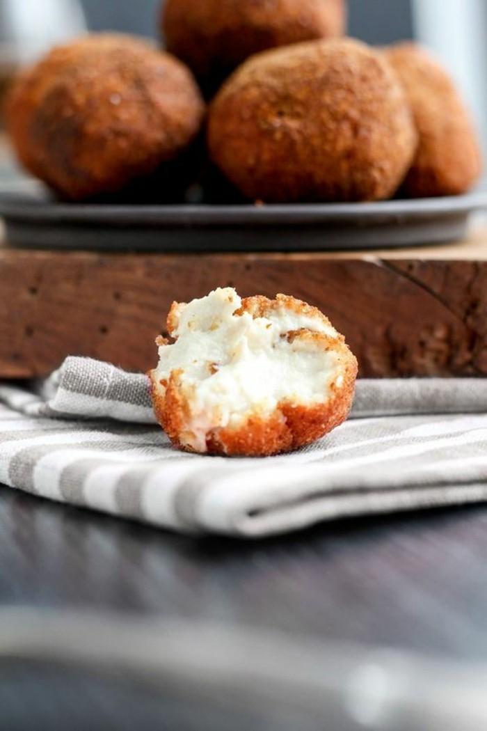 fromage-végan-avec-une-couche-croustillante-cuisine-délicieuse