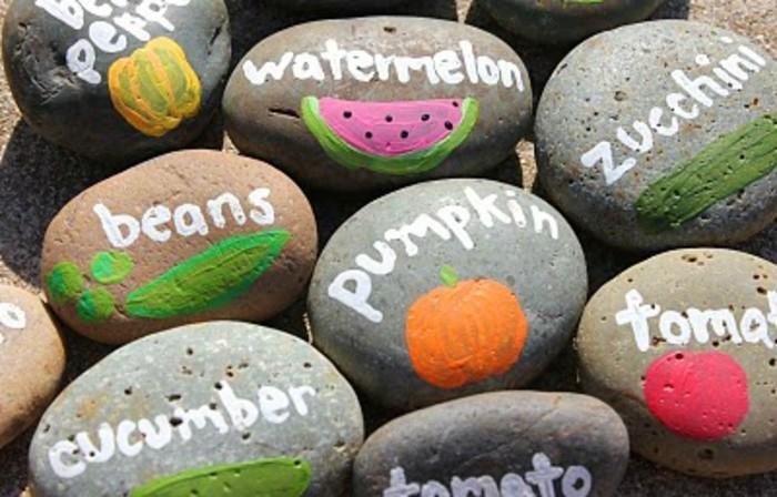 galets-décorés-activité-ludique-et-educative-apprendre-à-faire-distinction-entre-les-différents-fruits-et-égumes