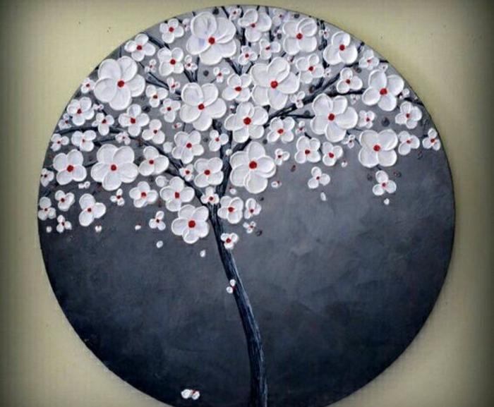 galets-peints-motif-japonais-un-cerisier-fleuri-sur-un-fond-en-gris-et-noir-decoration-artistique