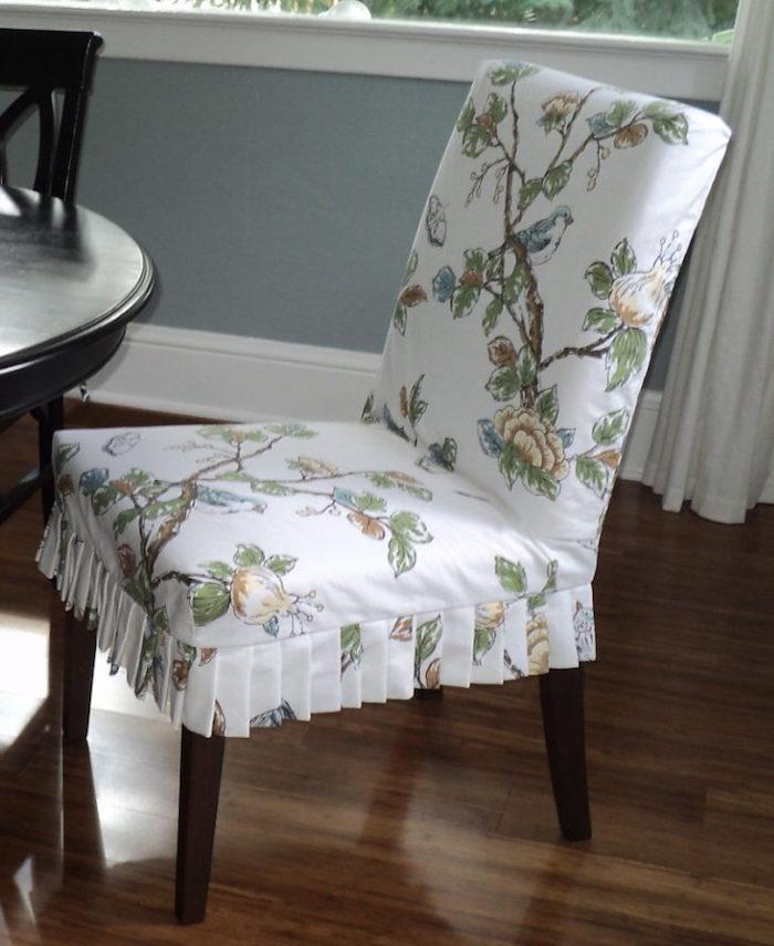 faire des coussins de chaise good confection faon de housses de votre canap fauteuil reposepied. Black Bedroom Furniture Sets. Home Design Ideas