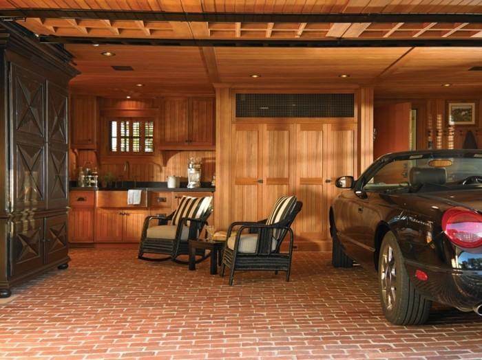 garage-amenage-petite-cuisine-en-bois-chaises-pour-sasseoir