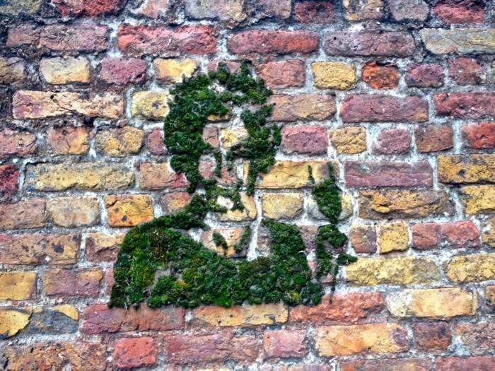 graffiti-reine-en-mousse-faire-pousser-de-la-mousse-sur-mur-en-briques