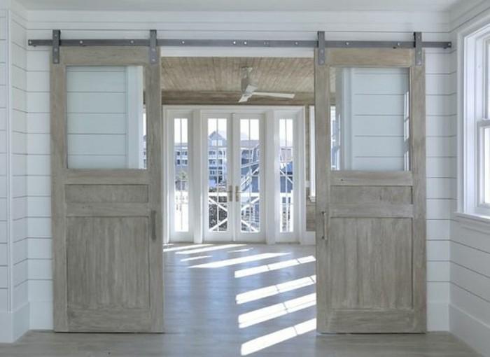 grand-salon-maison-champêtre-avec-système-porte-coulissante