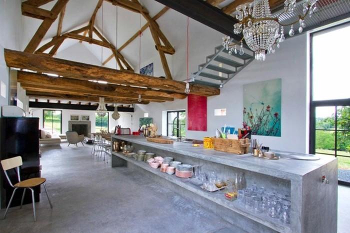 grange-renovee-vivacite-couleurs-peinture-fleurs-lustres-en-cristaux-services-cheminee