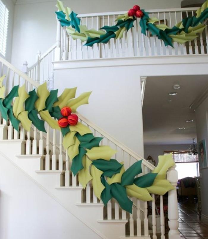 guirlande-diy-geant-composee-de-feuilles-vertes-d-ilex-en-papier-decoration-de-noel-a-fabriquer-soi-meme