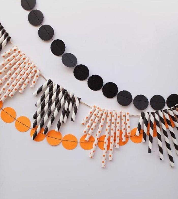 guirlande-diy-pour-halloween-idee-originale-de-decoration-composee-de-pieces-de-pailles