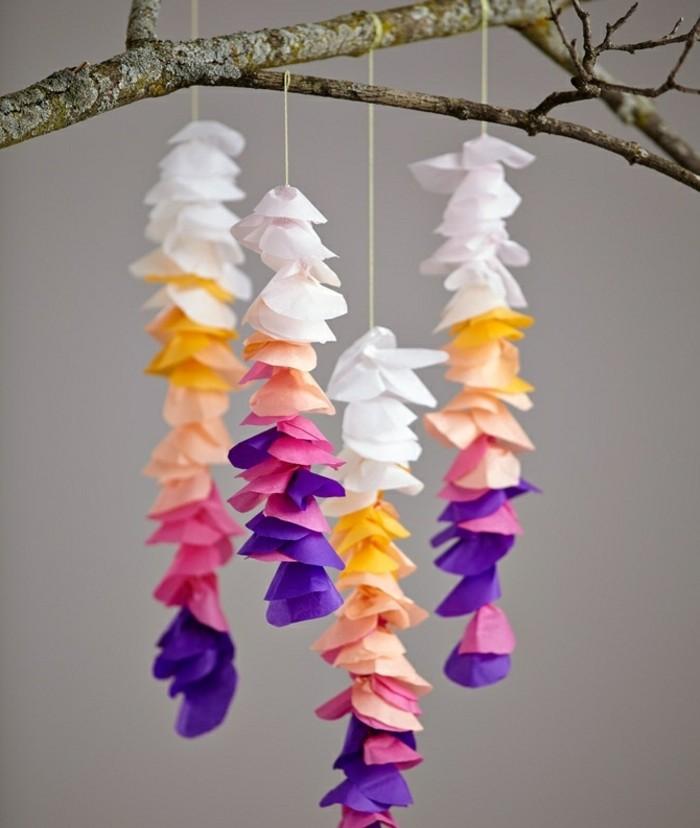 guirlande-en-papier-crepon-imitation-de-petites-petales-de-fleurs-enfiles-idee-de-decoration-mariage
