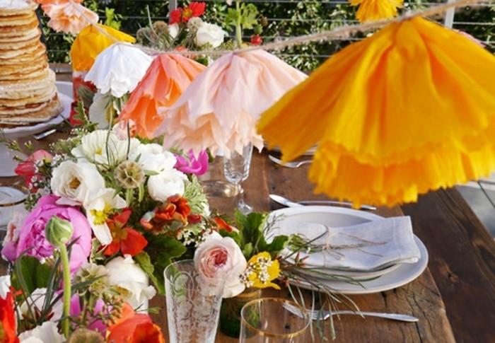 guirlande-en-papier-crepon-a-fabriquer-soi-meme-decoration-table-de-fete-et-deco-de-fleurs-fraiches