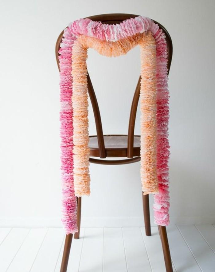 guirlande-en-papier-plisse-une-suggestion-pour-la-deco-mariage-guirlandes-en-rose-et-orange