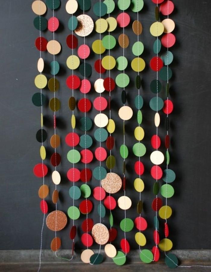 guirlande-papier-de-petits-cercles-en-papier-multicolore-une-decoration-flashy-joyeuse