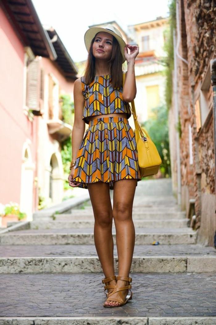 habillement-classe-pour-femmes-comment-s-habillé-été-jupe-et-top-crop
