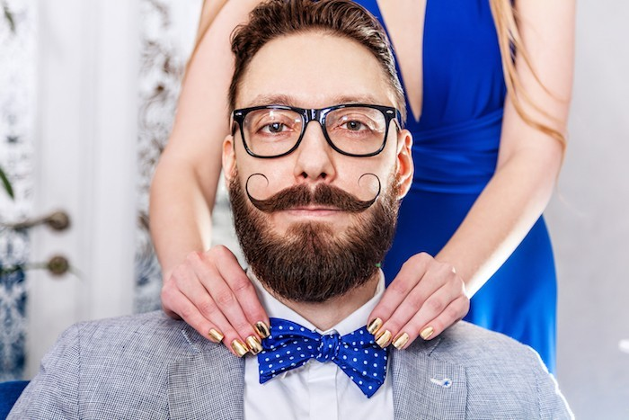 homme moustache barbe style hype hipster vintage barbes lunettes costume noeu papillon