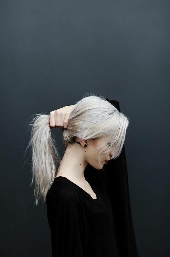 idee-coloration-blond-platine-couleur-platine-queue-de-cheval