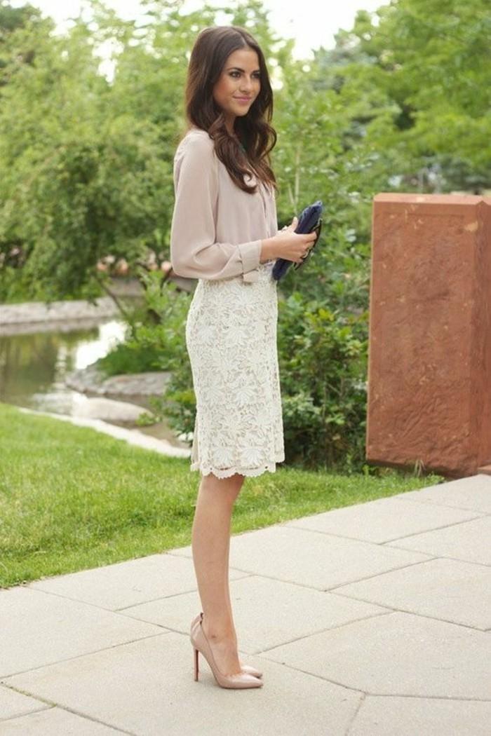 idée-pour-s-habiller-femme-comment-bien-sabiller-tenue-classe-jupe-dentelle