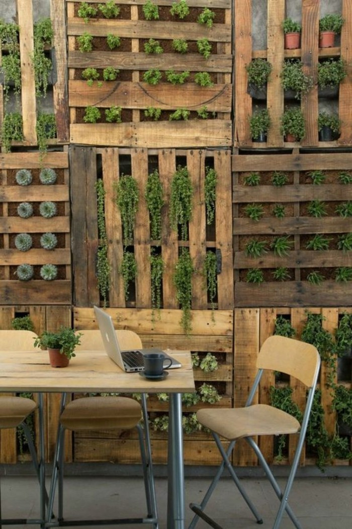 le mur v g tal en palette id es originales pour un jardin vertical r cup. Black Bedroom Furniture Sets. Home Design Ideas