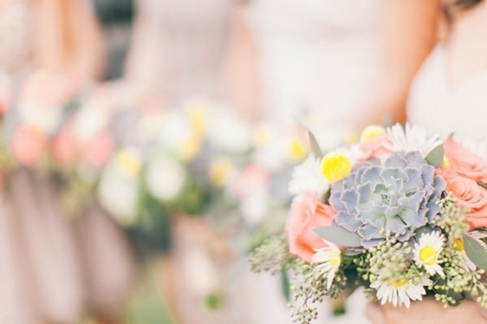 idees-mariage-decoration-pour-mariage-couleur-pastel-bouquet-demoiselle-d-honneur