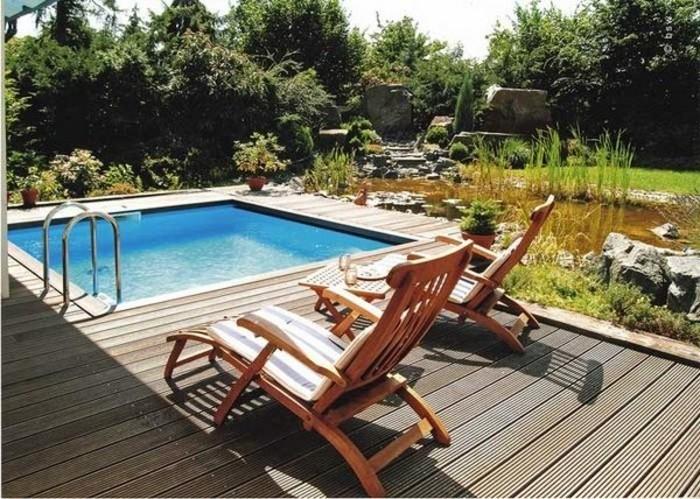 idees-pour-lamenagement-de-petit-jardin-petite-piscine-coque-carree-abords-en-bois
